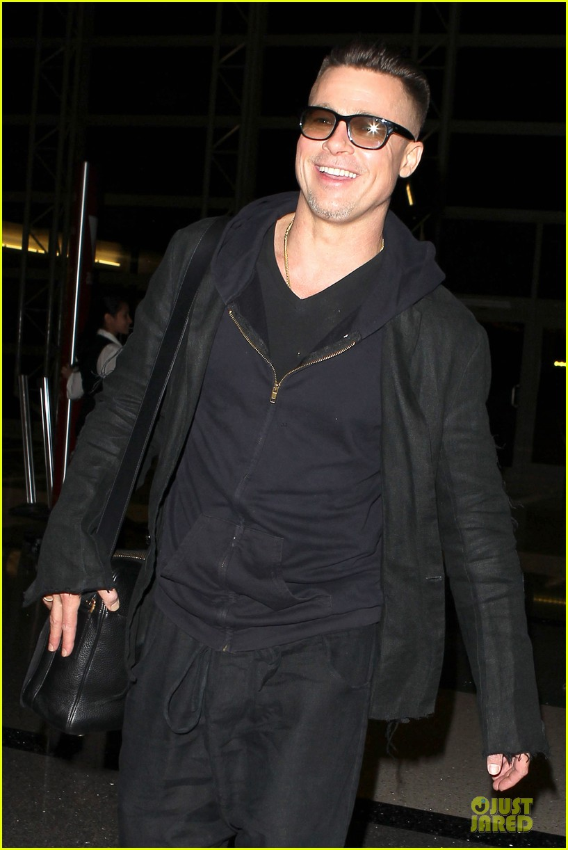 brad pitt lax departure after producers guild awards 243036215