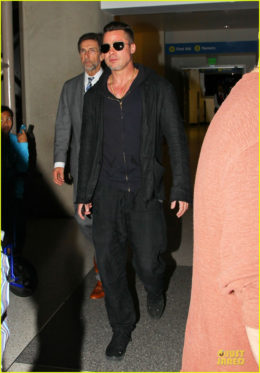 brad pitt lax arrival after angelina jolie difret news 013034037