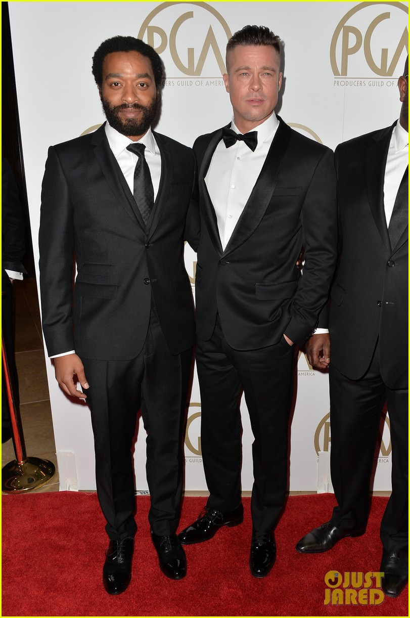 brad pitt producers guild awards 2014 with chiwetel ejiofor 053035868