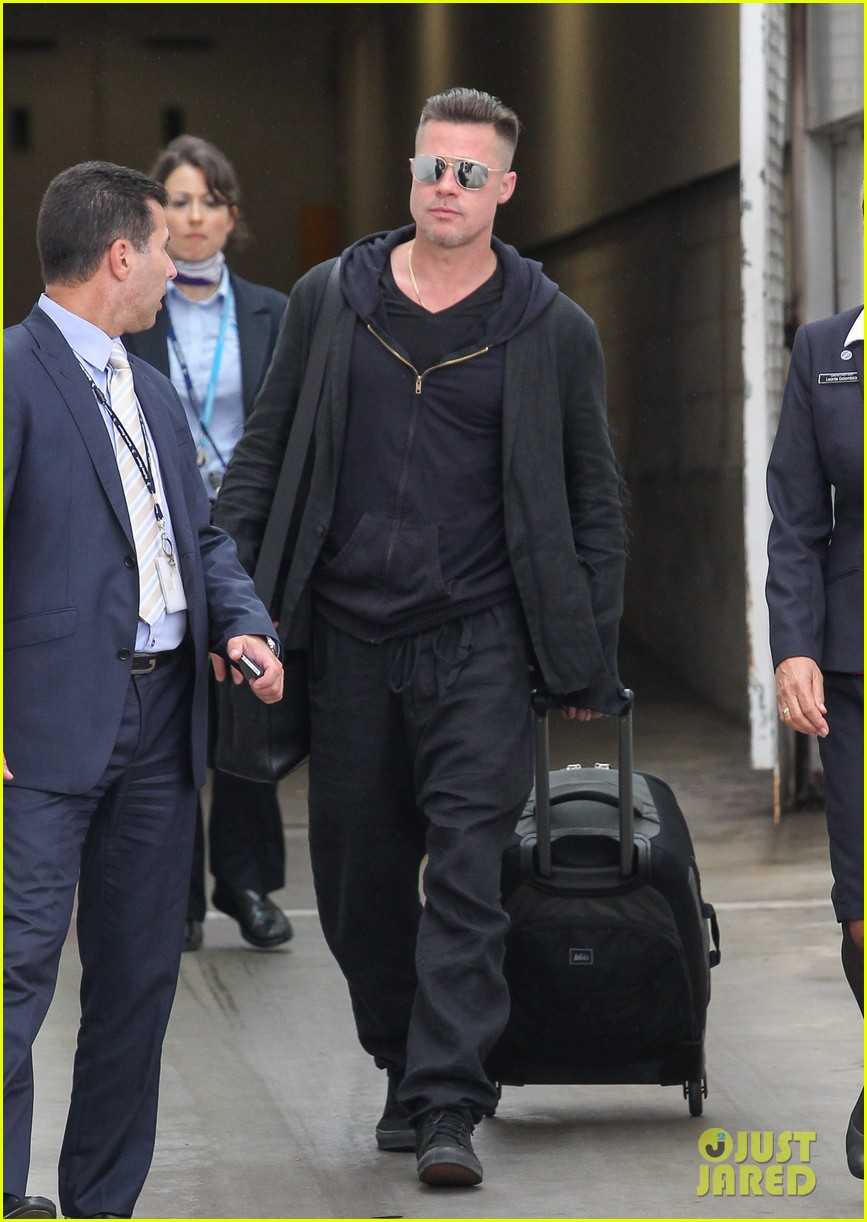 brad pitt touches down in sydney after awards weekend 013036649