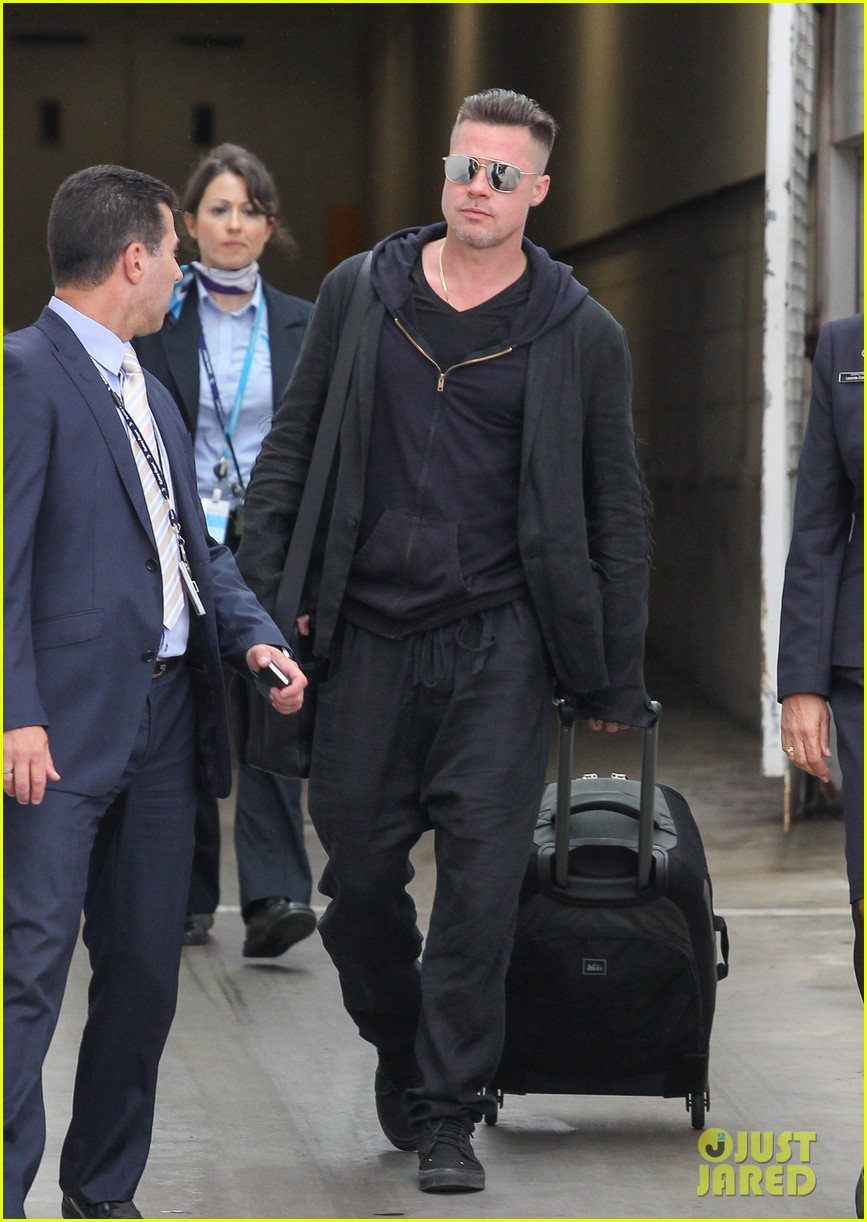 brad pitt touches down in sydney after awards weekend 063036654