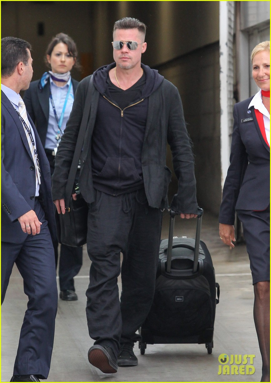 brad pitt touches down in sydney after awards weekend 083036656