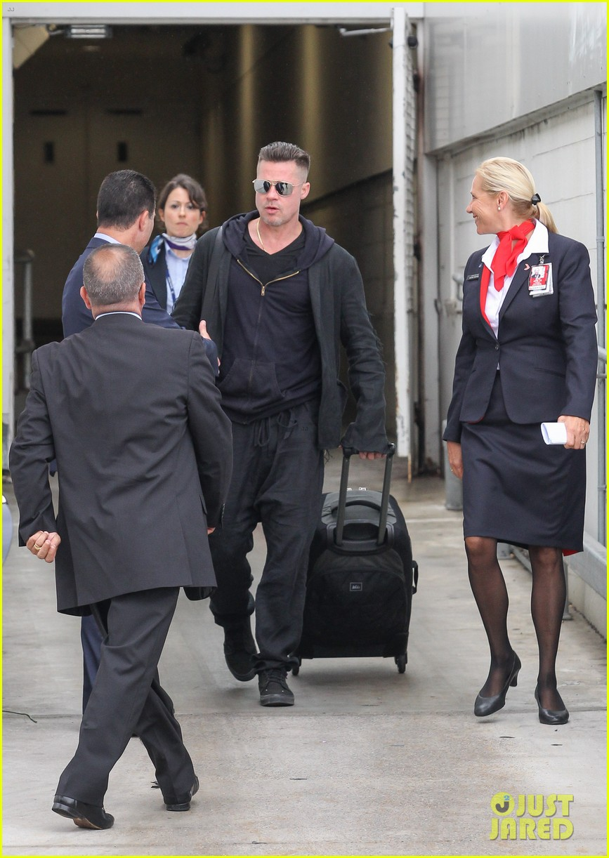 brad pitt touches down in sydney after awards weekend 09