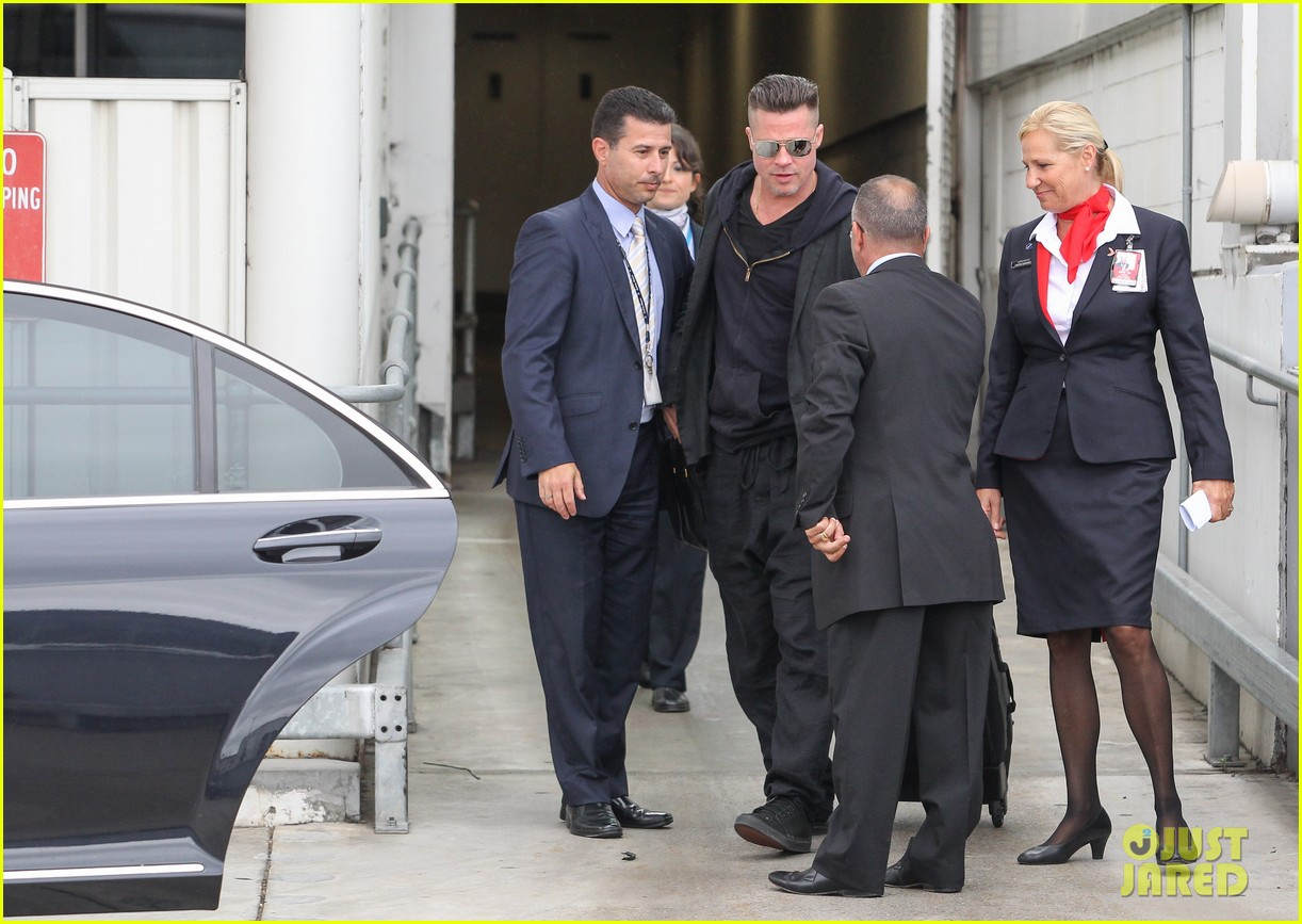 brad pitt touches down in sydney after awards weekend 113036659