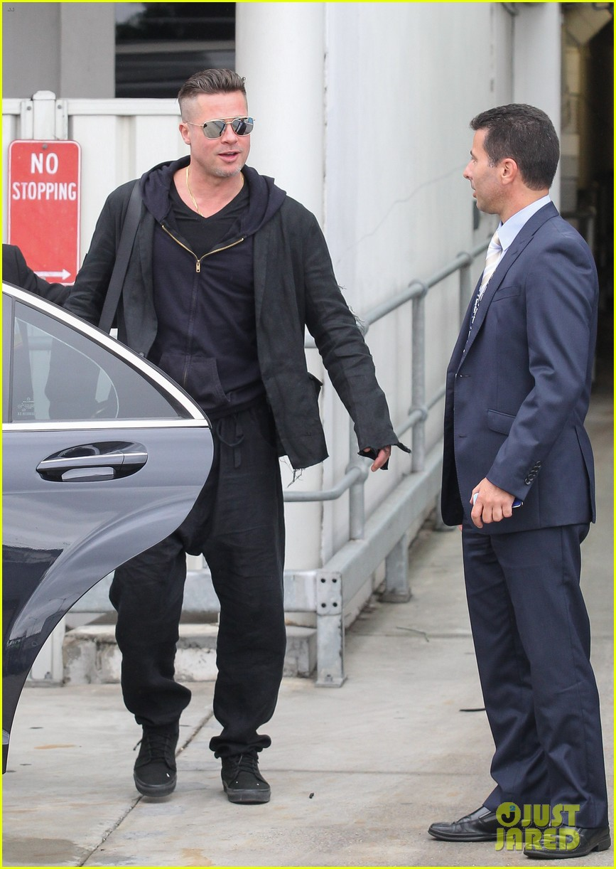 brad pitt touches down in sydney after awards weekend 143036662