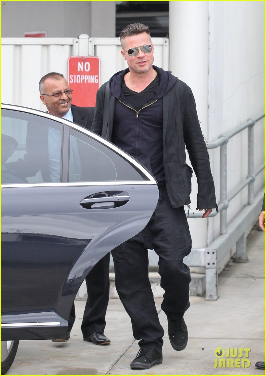 brad pitt touches down in sydney after awards weekend 153036663