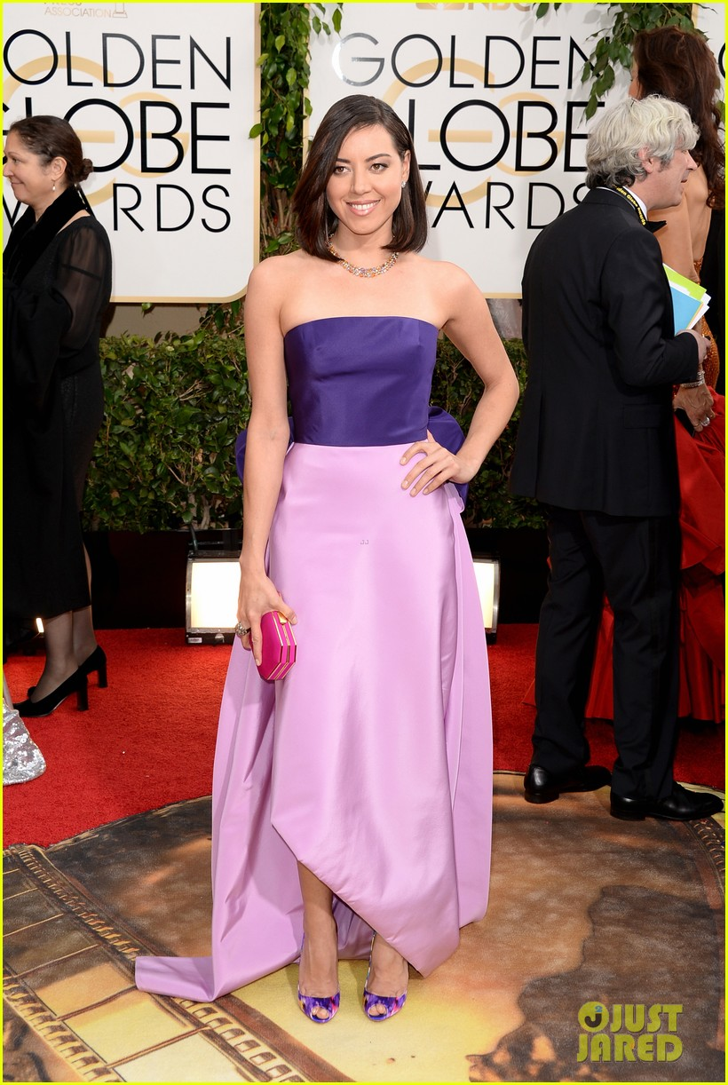 aubrey plaza golden globes 2014 red carpet 033029064