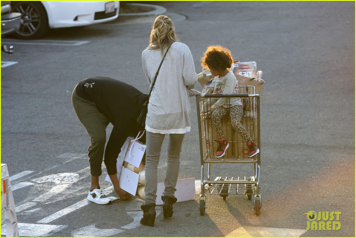 ellen pompeo spills her coconuts in whole foods lot 093024484