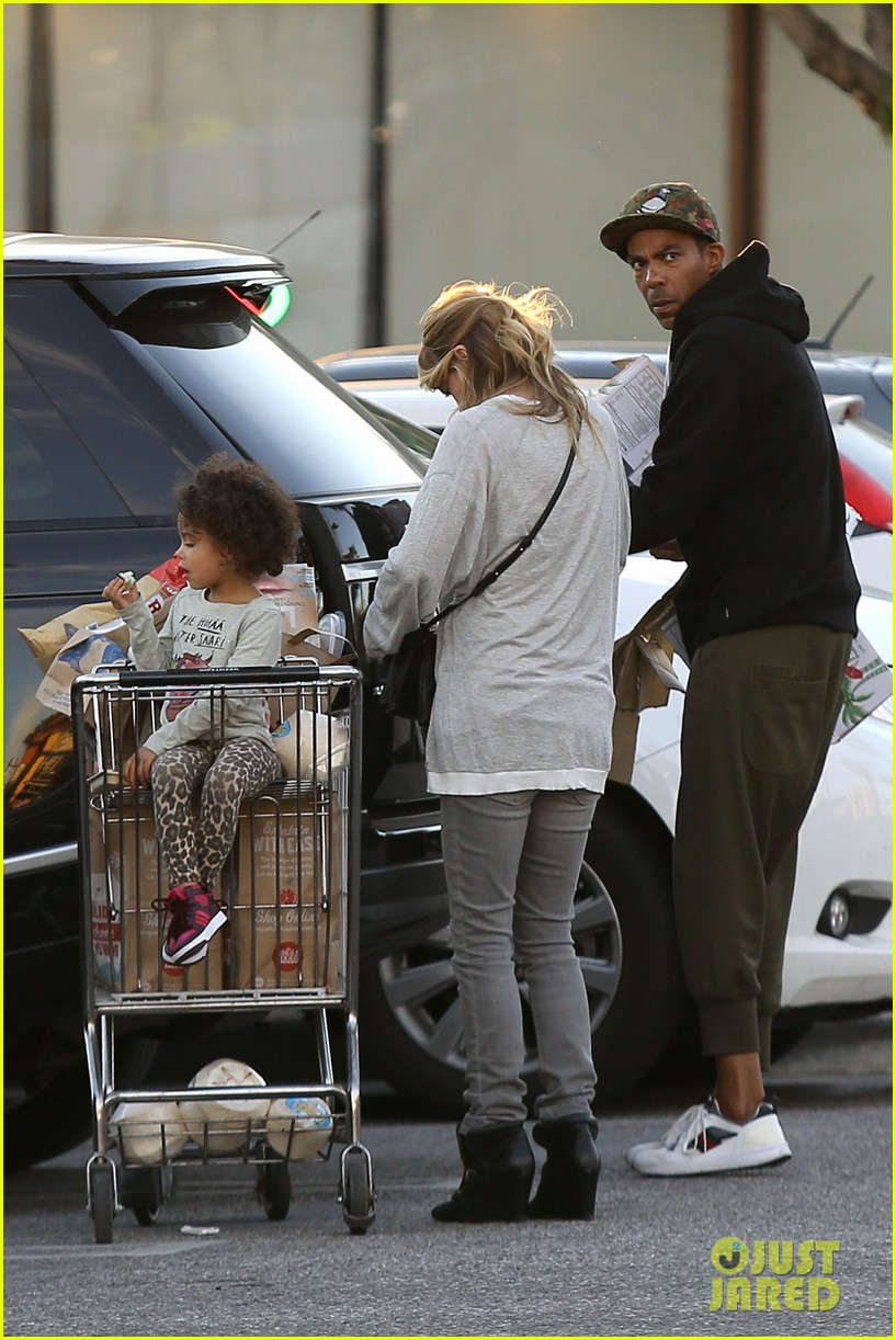 ellen pompeo spills her coconuts in whole foods lot 12