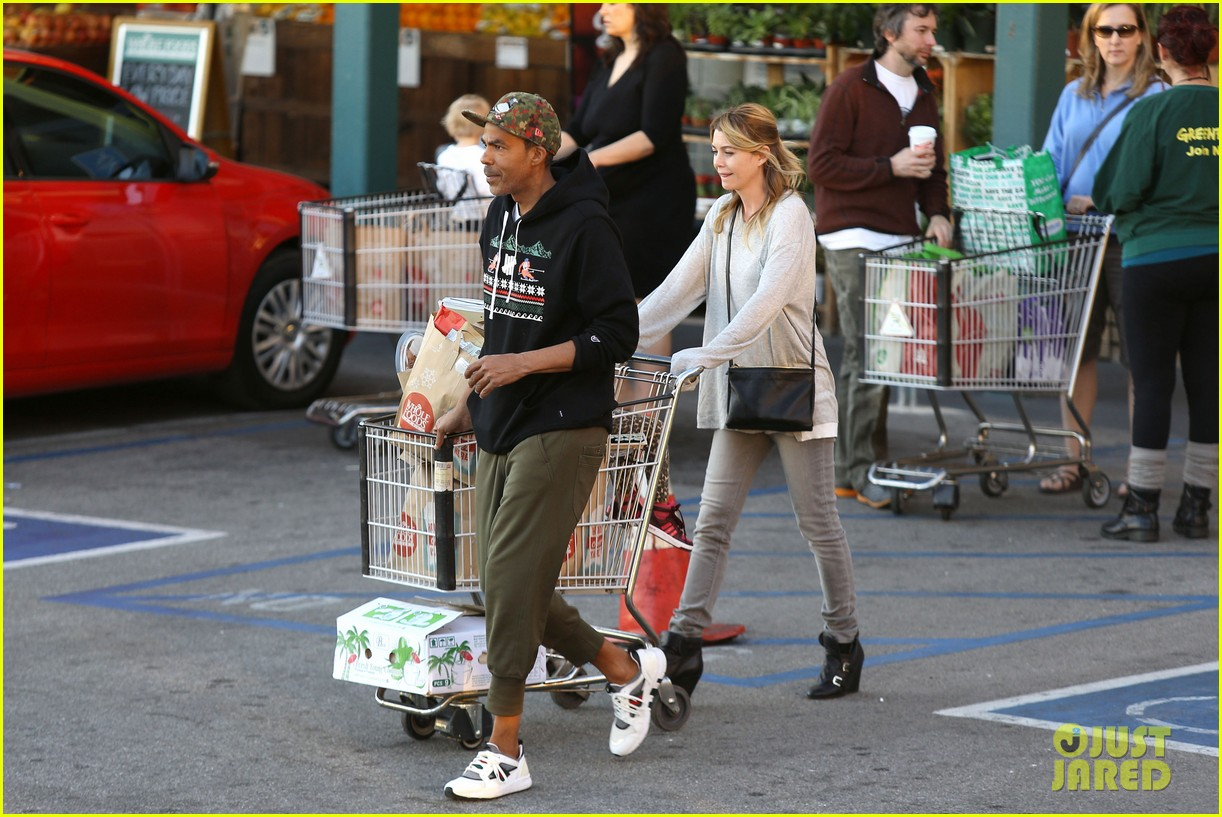 ellen pompeo spills her coconuts in whole foods lot 14