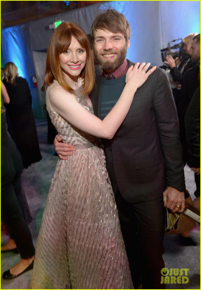 chris pratt bryce dallas howard meet at golden globes 2014 103030173