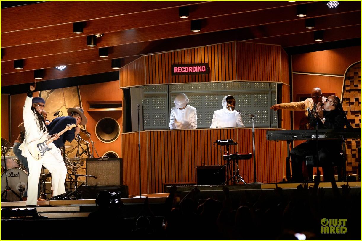daft punk pharrell williams perform get lucky at grammys 2014 video 033041468