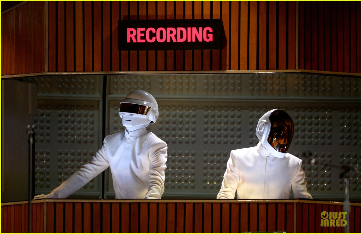 daft punk pharrell williams perform get lucky at grammys 2014 video 043041469