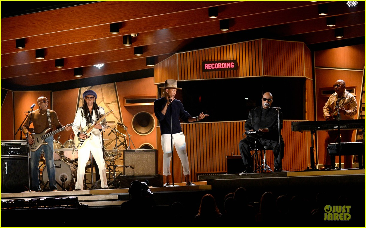 daft punk pharrell williams perform get lucky at grammys 2014 video 053041470