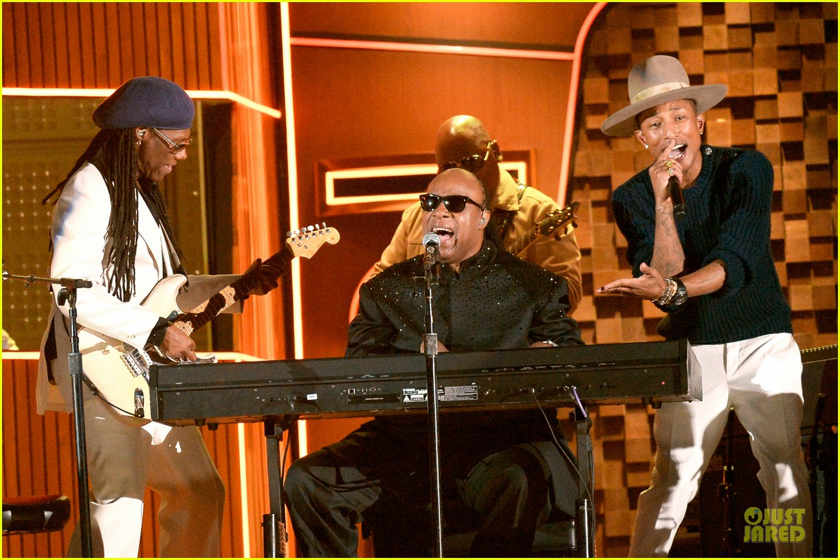daft punk pharrell williams perform get lucky at grammys 2014 video 083041473