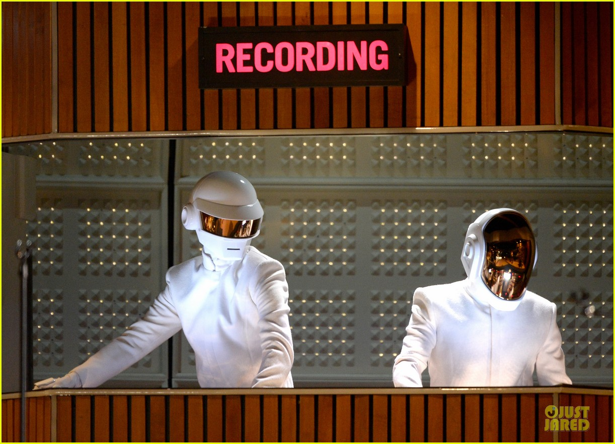 daft punk pharrell williams perform get lucky at grammys 2014 video 093041474