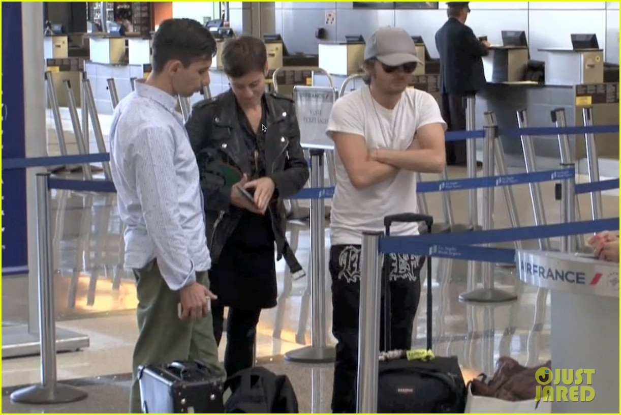 daft punk guys take helmets off for flight out of los angeles 013043659