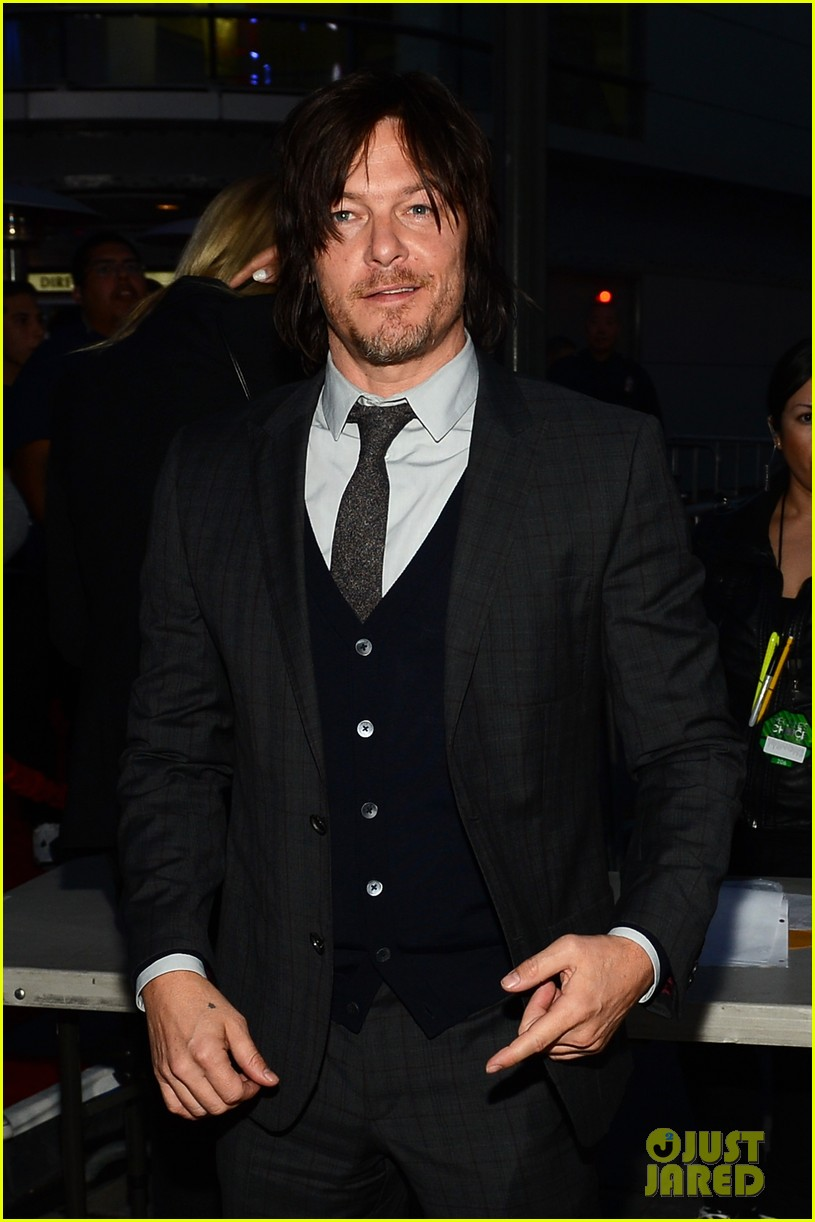 norman reedus peoples choice awards 2014 presenter 07