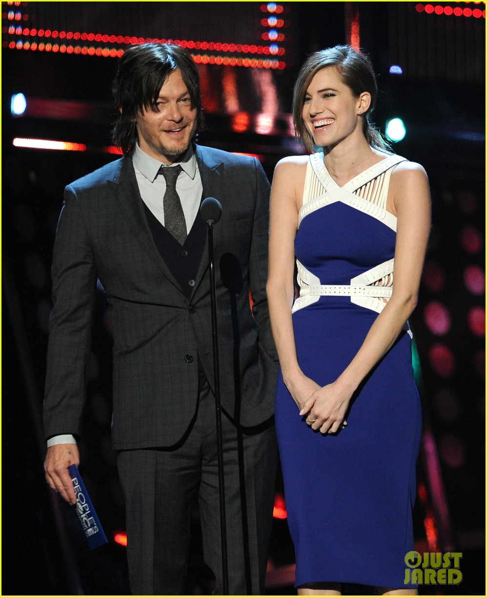 norman reedus peoples choice awards 2014 presenter 14