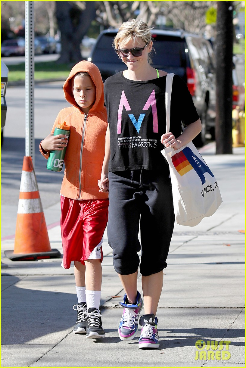 reese witherspoon busy saturday with son deacon 083035537