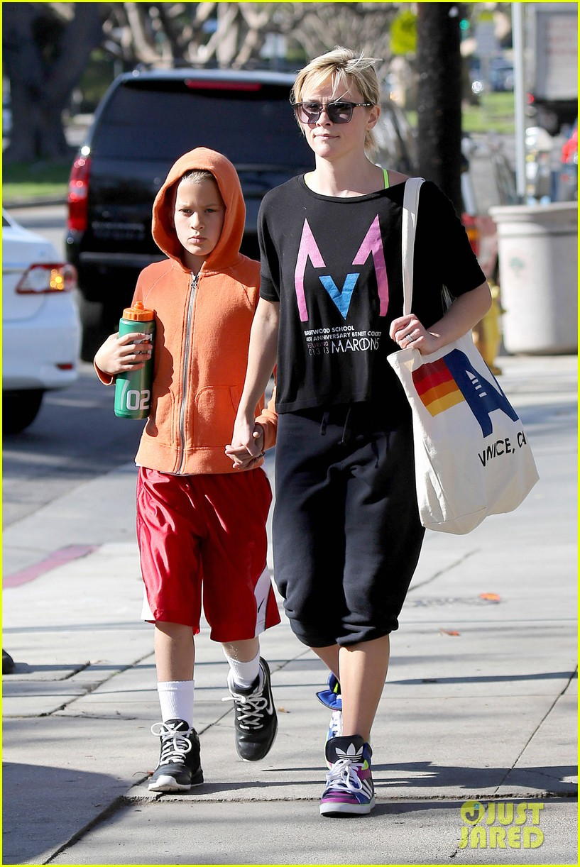 reese witherspoon busy saturday with son deacon 103035539