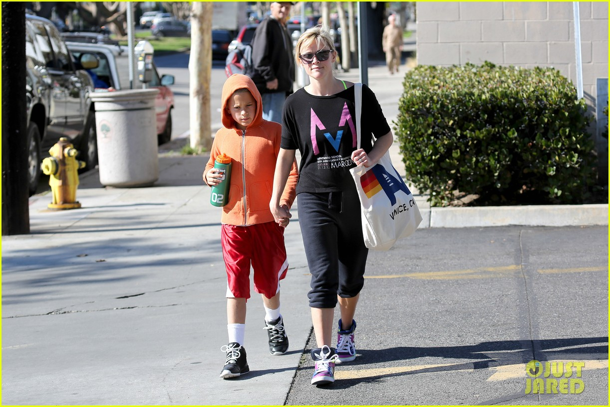 reese witherspoon busy saturday with son deacon 113035540