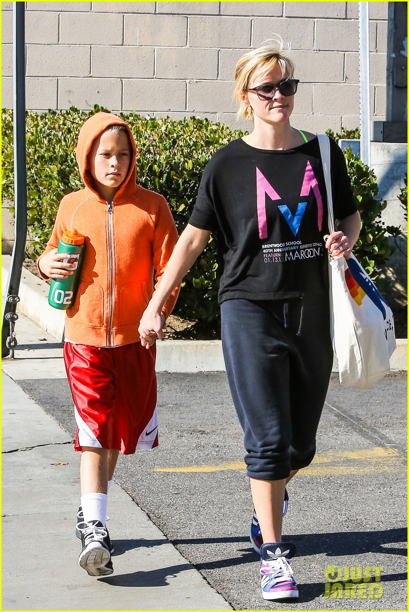 reese witherspoon busy saturday with son deacon 133035542