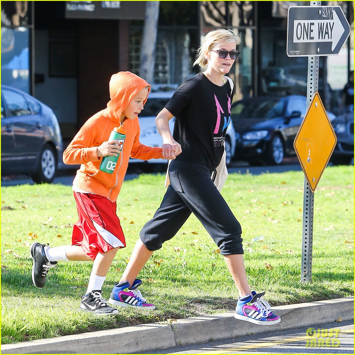 reese witherspoon busy saturday with son deacon 143035543