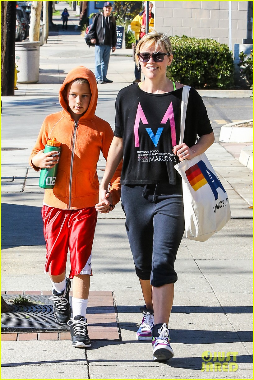 reese witherspoon busy saturday with son deacon 17