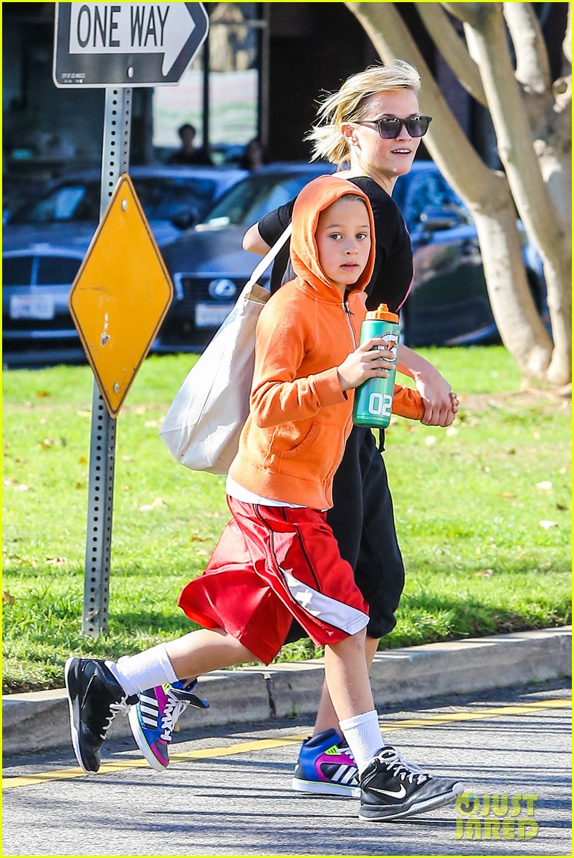 reese witherspoon busy saturday with son deacon 193035548
