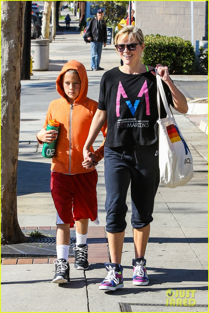 reese witherspoon busy saturday with son deacon 223035551