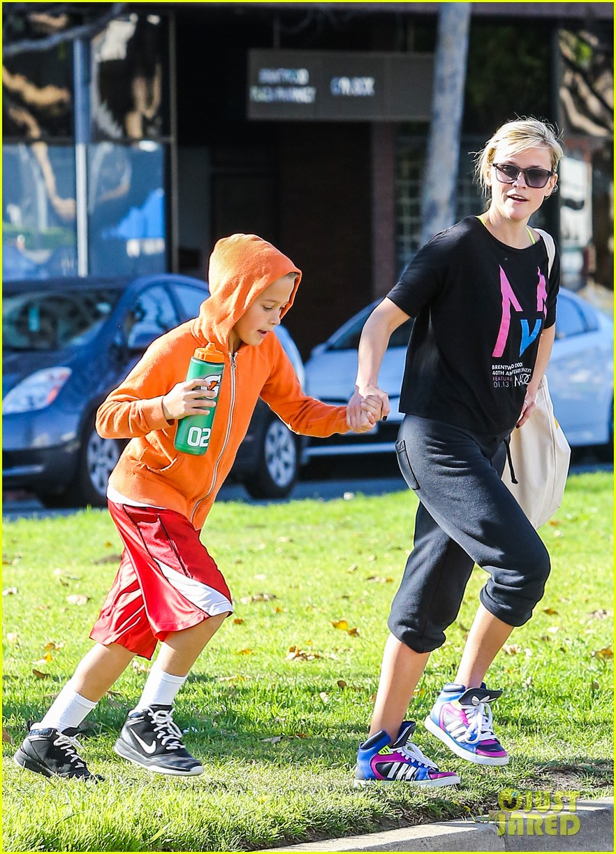 reese witherspoon busy saturday with son deacon 243035553