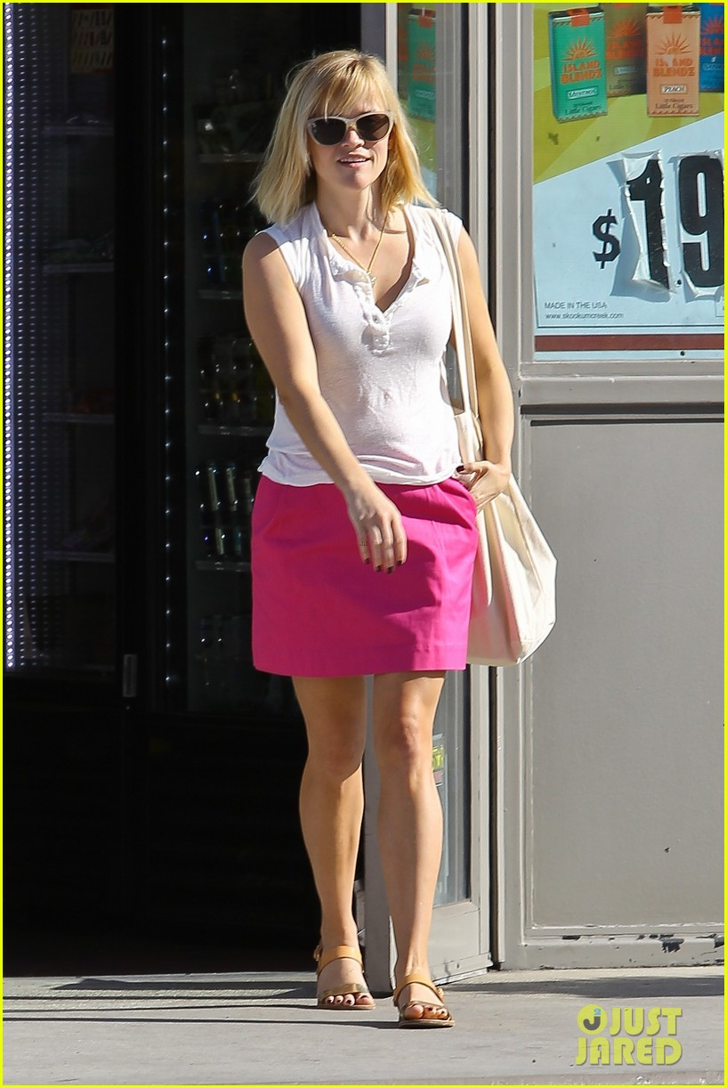 reese witherspoon busy saturday with son deacon 333035562