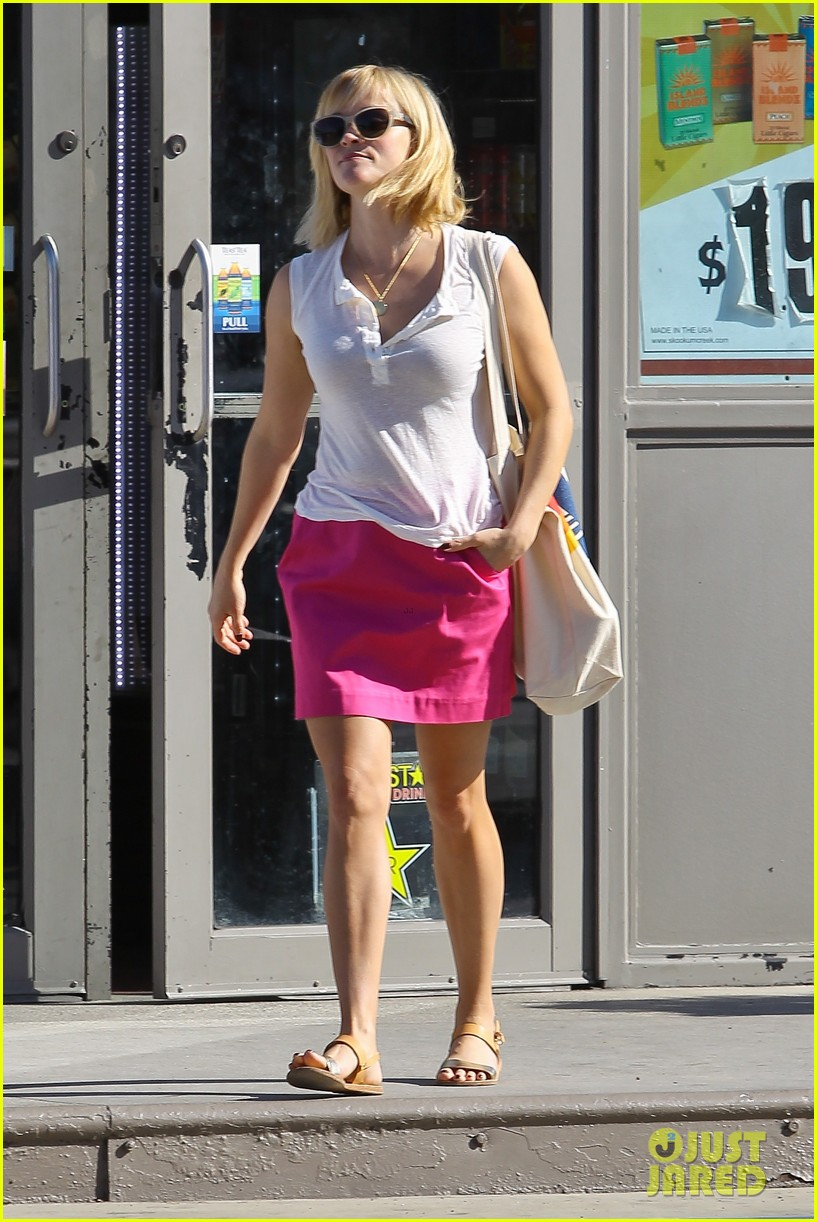reese witherspoon busy saturday with son deacon 35