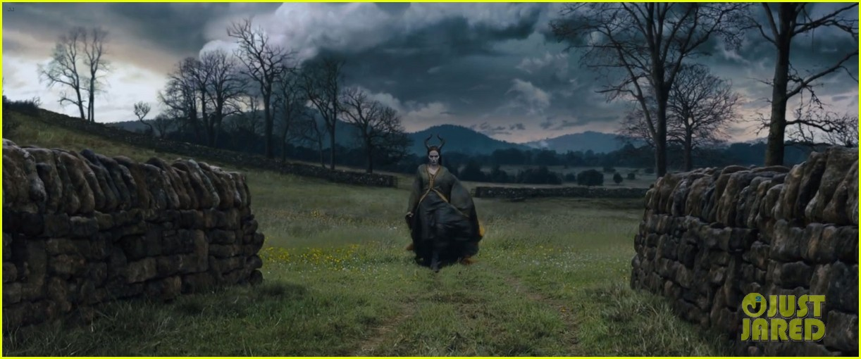 lana del rey sings in angelina jolies new maleficent trailer 023041346