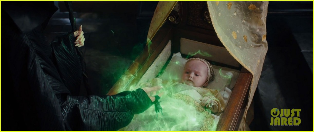 lana del rey sings in angelina jolies new maleficent trailer 073041351