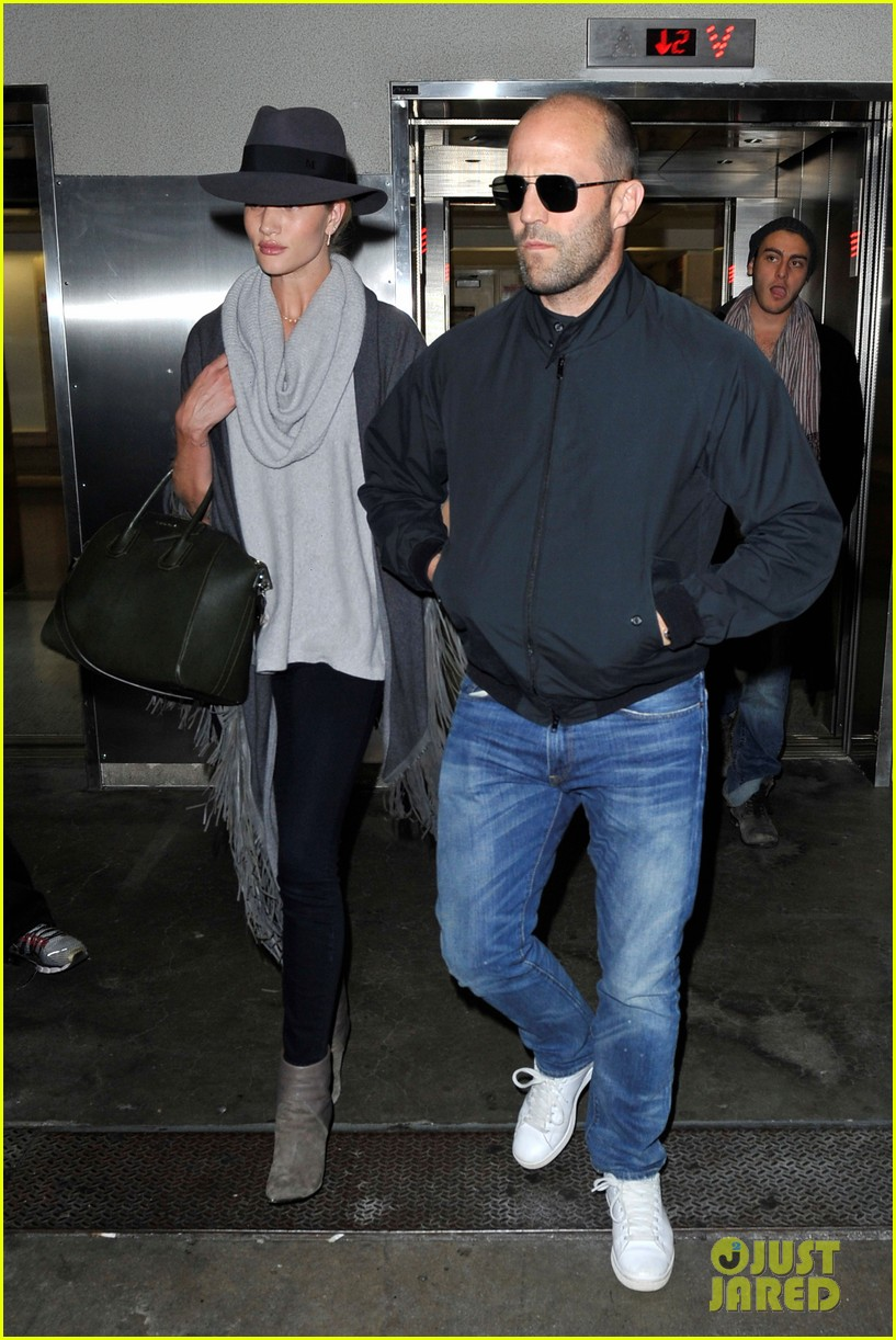 rosie huntington whiteley jason statham arrive home after romantic getaway 083026136