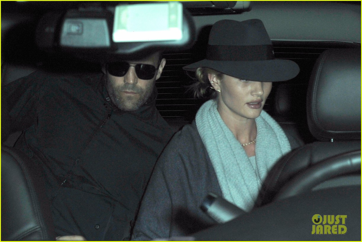 rosie huntington whiteley jason statham arrive home after romantic getaway 103026138