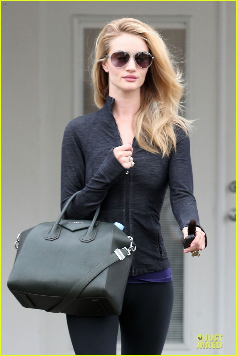 rosie huntington whiteley bares midriff for mid week workout 04