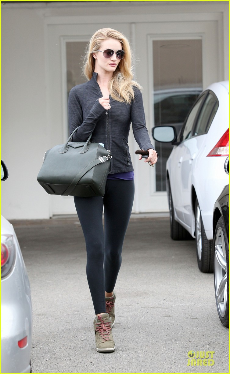 rosie huntington whiteley bares midriff for mid week workout 05a3037979