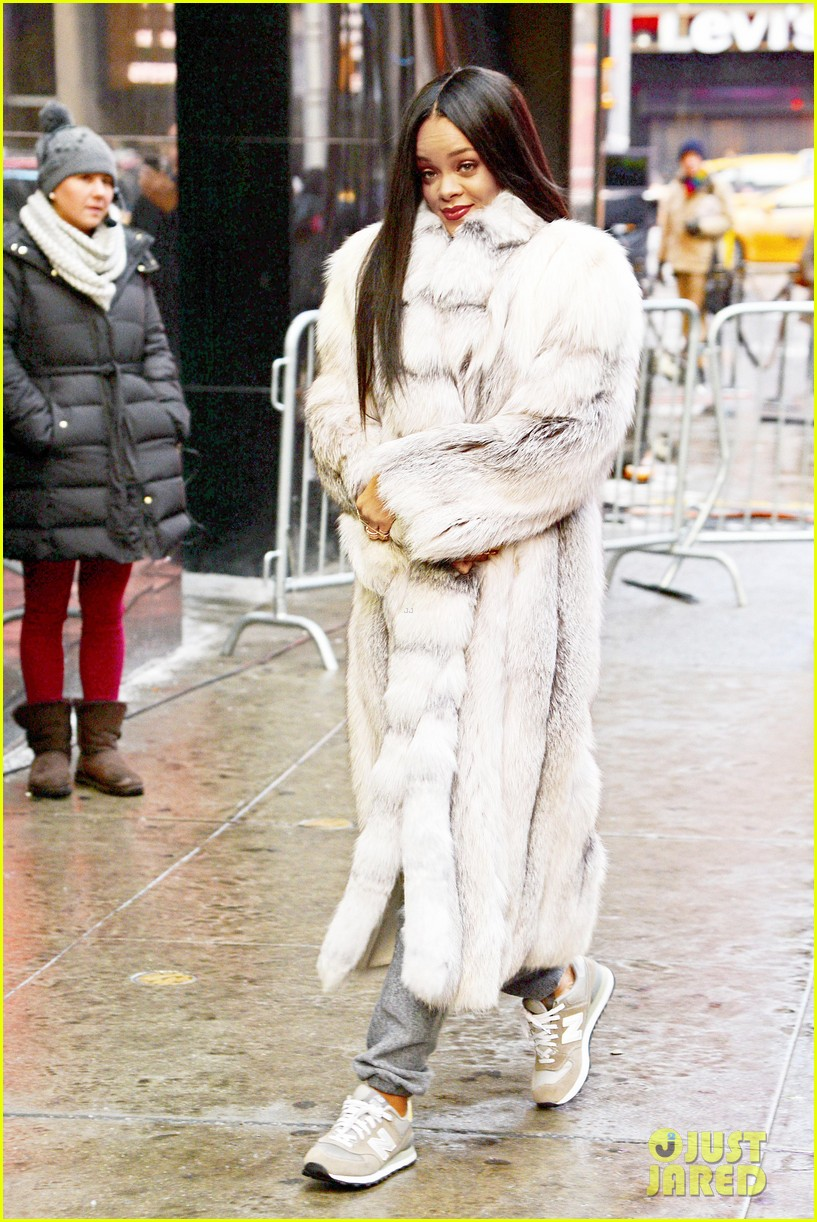 rihanna braves winter chill for good morning america interview 013043488