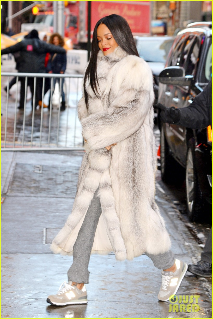 rihanna braves winter chill for good morning america interview 03