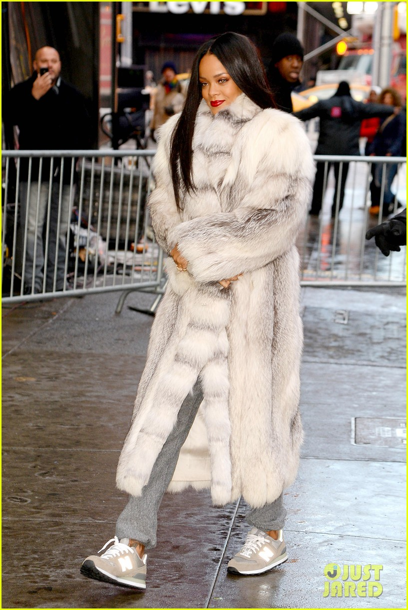 rihanna braves winter chill for good morning america interview 083043495