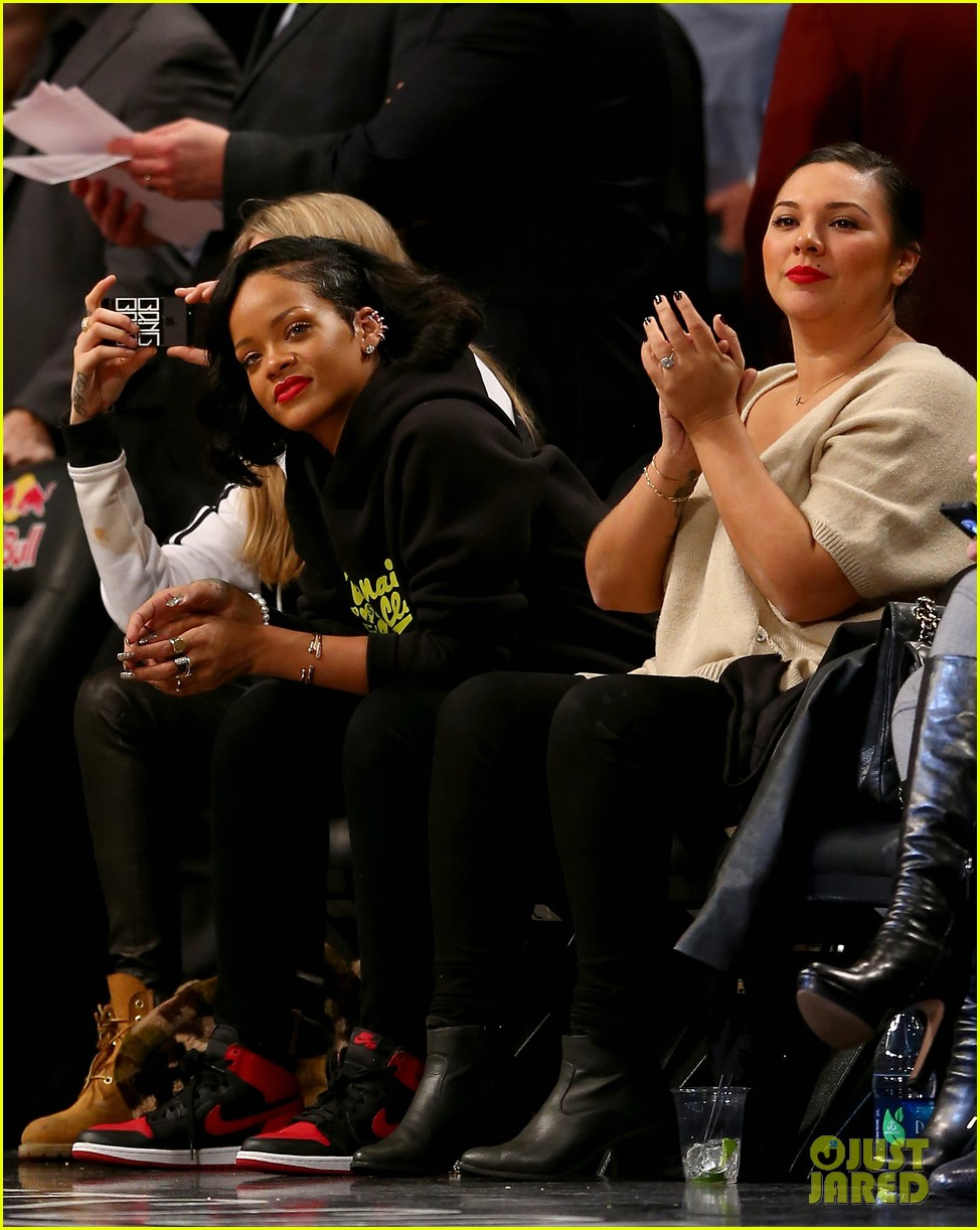 rihanna cara delevingne root for brooklyn nets 073024371