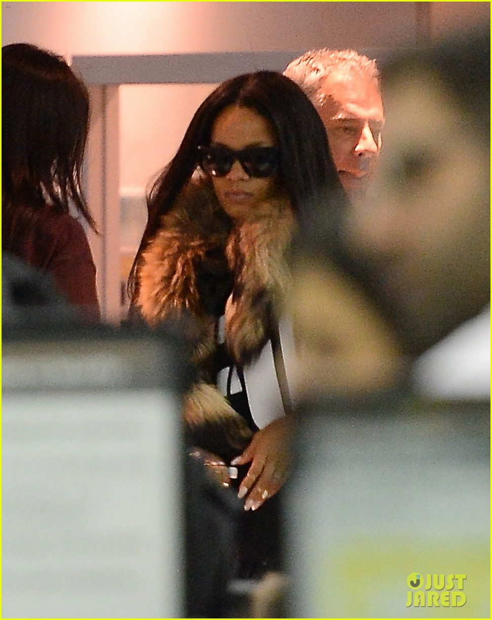 rihanna disses sarah hyland but she seems fine with it 043044572