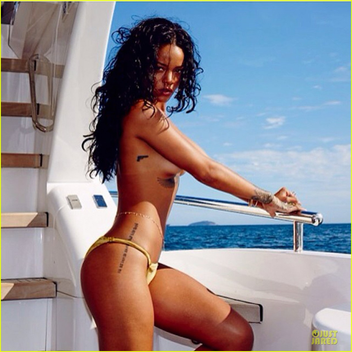 rihanna topless sexy on a yacht 01