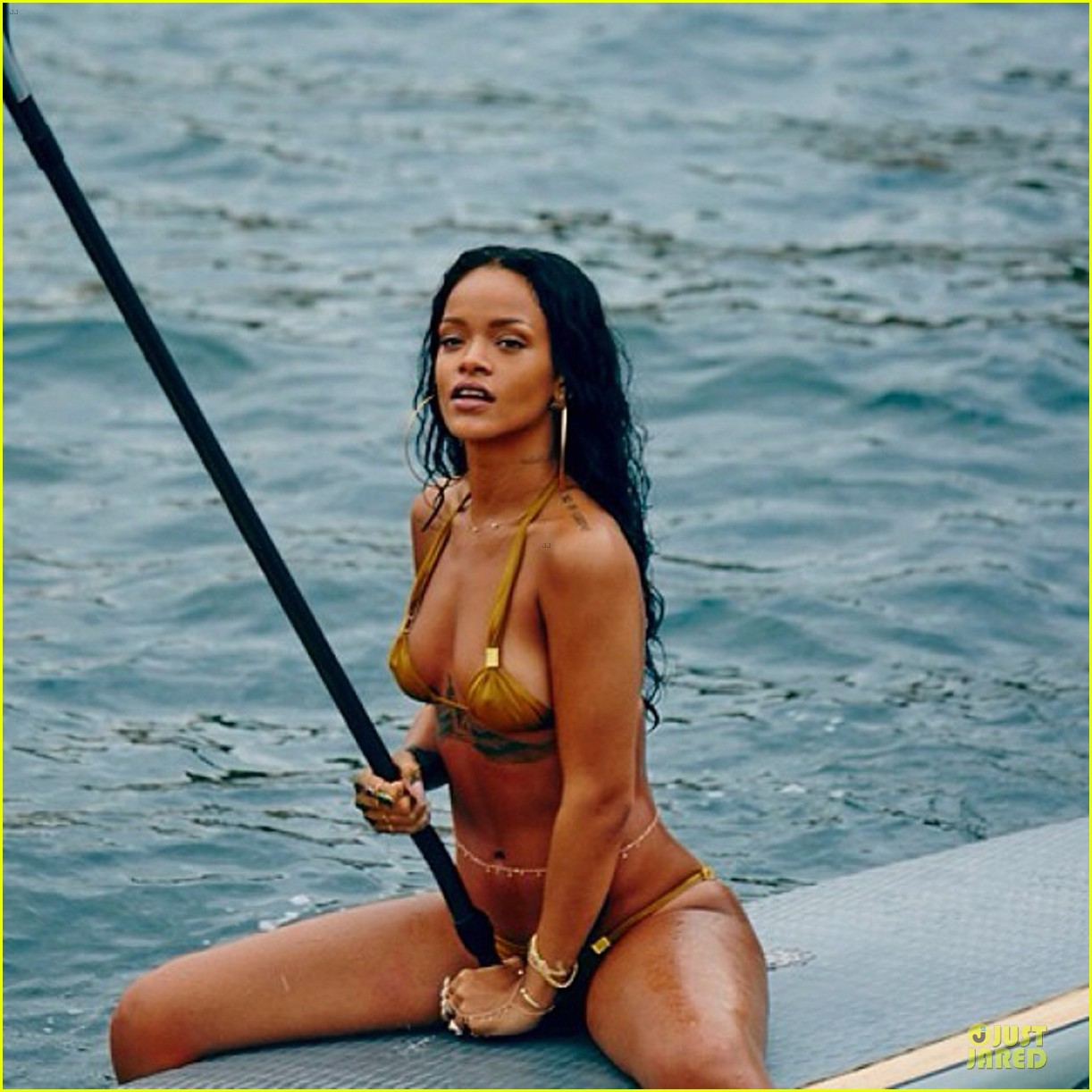 rihanna topless sexy on a yacht 063037418