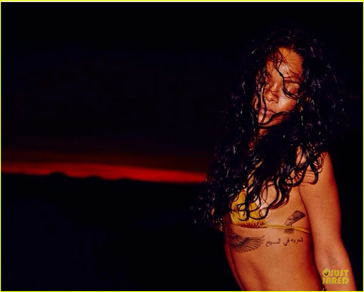 rihanna topless sexy on a yacht 09