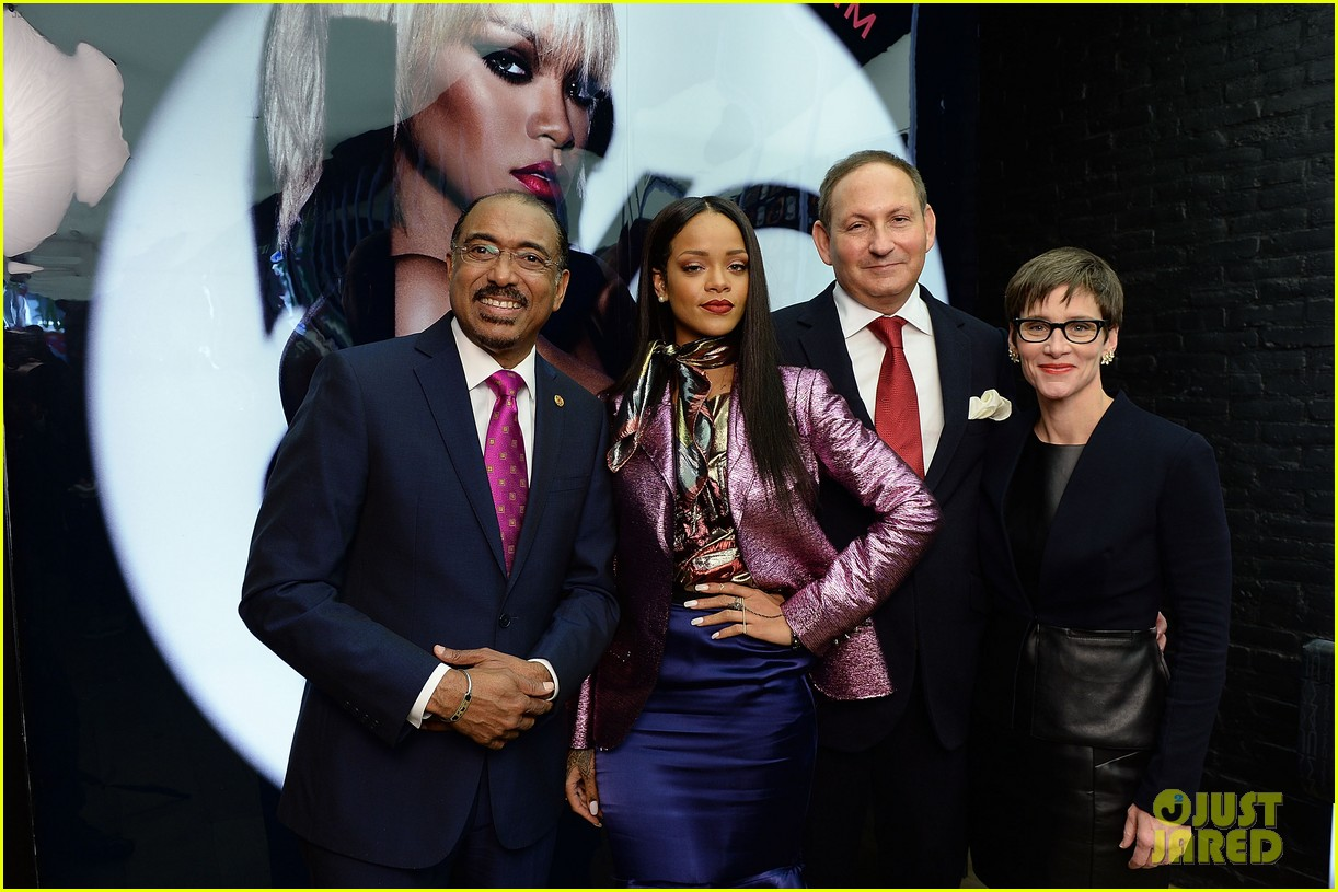 rihanna launches her viva glam cosmetics line in nyc 023043692