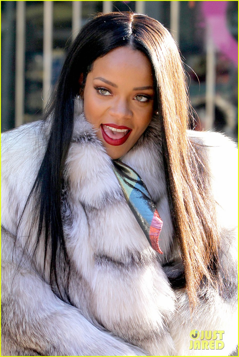 rihanna launches her viva glam cosmetics line in nyc 073043697